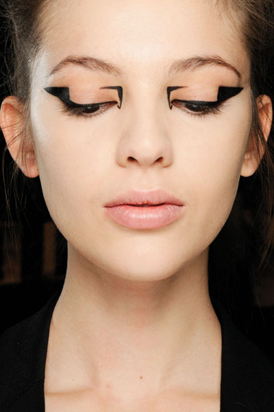 mary-katrantzou-fw-13-fashion-show-eyeliner