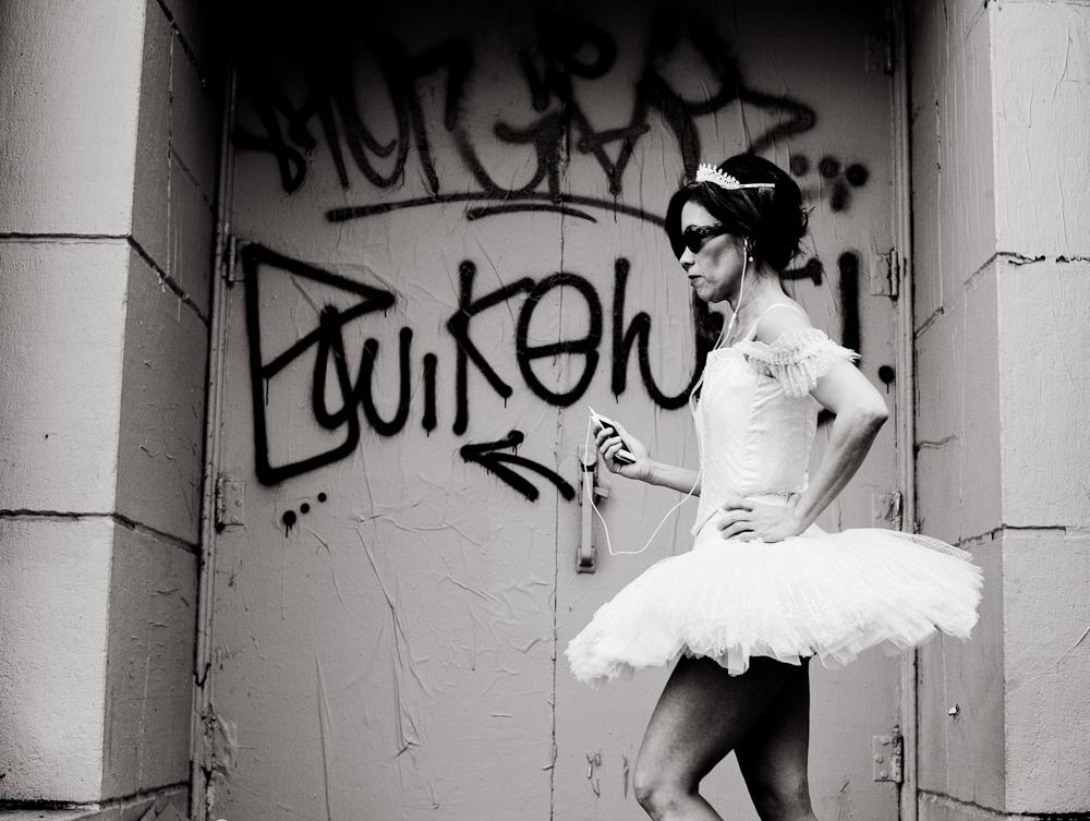 haight-st-ballerina-with-ipod-1
