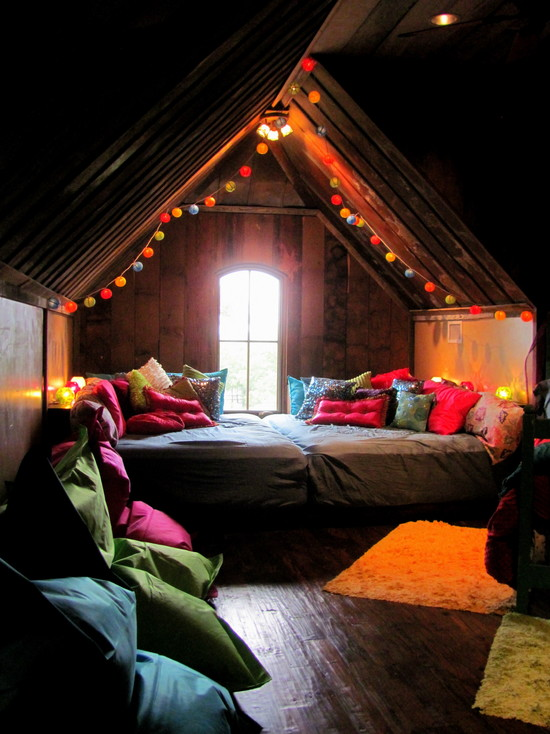 unique-teenage-girls-room-decor-with-giant-floor-pillows-and-hanging-paper-ball-decor-at-eclectic-bedroom