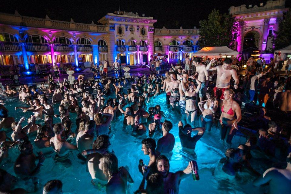 Szechenyi-Bath-Party-Budapest-Szecska-Sandor-Fegyverneky