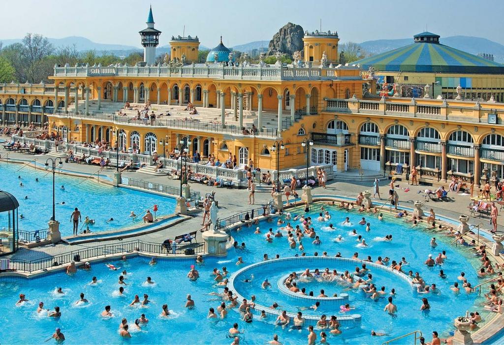Szechenyi-Spa-Baths-Press-Photo-Outdoor-Pool